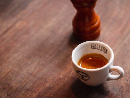Espresso w czasach zarazy. O kulturze picia kawy w trudnych czasach.